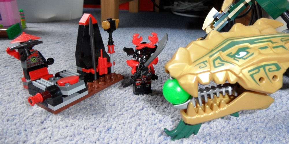 I'd have been happy with the dragon alone, you know. There's no need for a strange little catapult and five more weapons than there are figures to hold them.